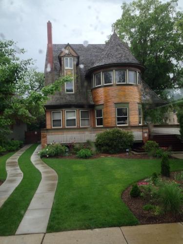 An early Frank Lloyd Wright house in Oak Park, Chicago - 1892