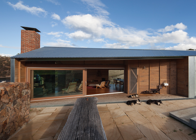 dezeen_John-Wardle-Architects-Shearers-Quarters_ss_11
