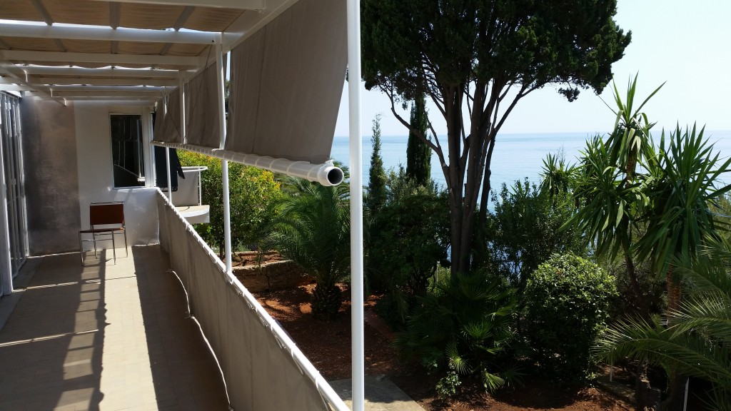 E1027 balcony