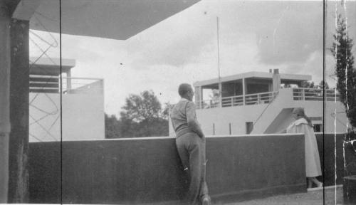 LC with Yvonne at Pessac - Harg House to the left  (photo courtesy of the Fondation Le Corbusier)